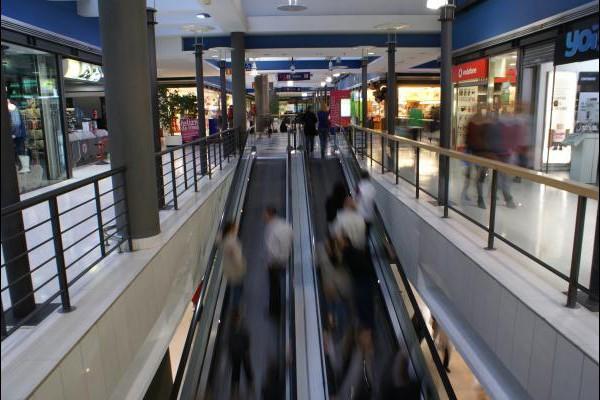 centro-comercial-los-rosales-02