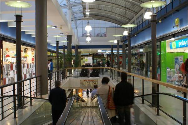 centro-comercial-los-rosales-07